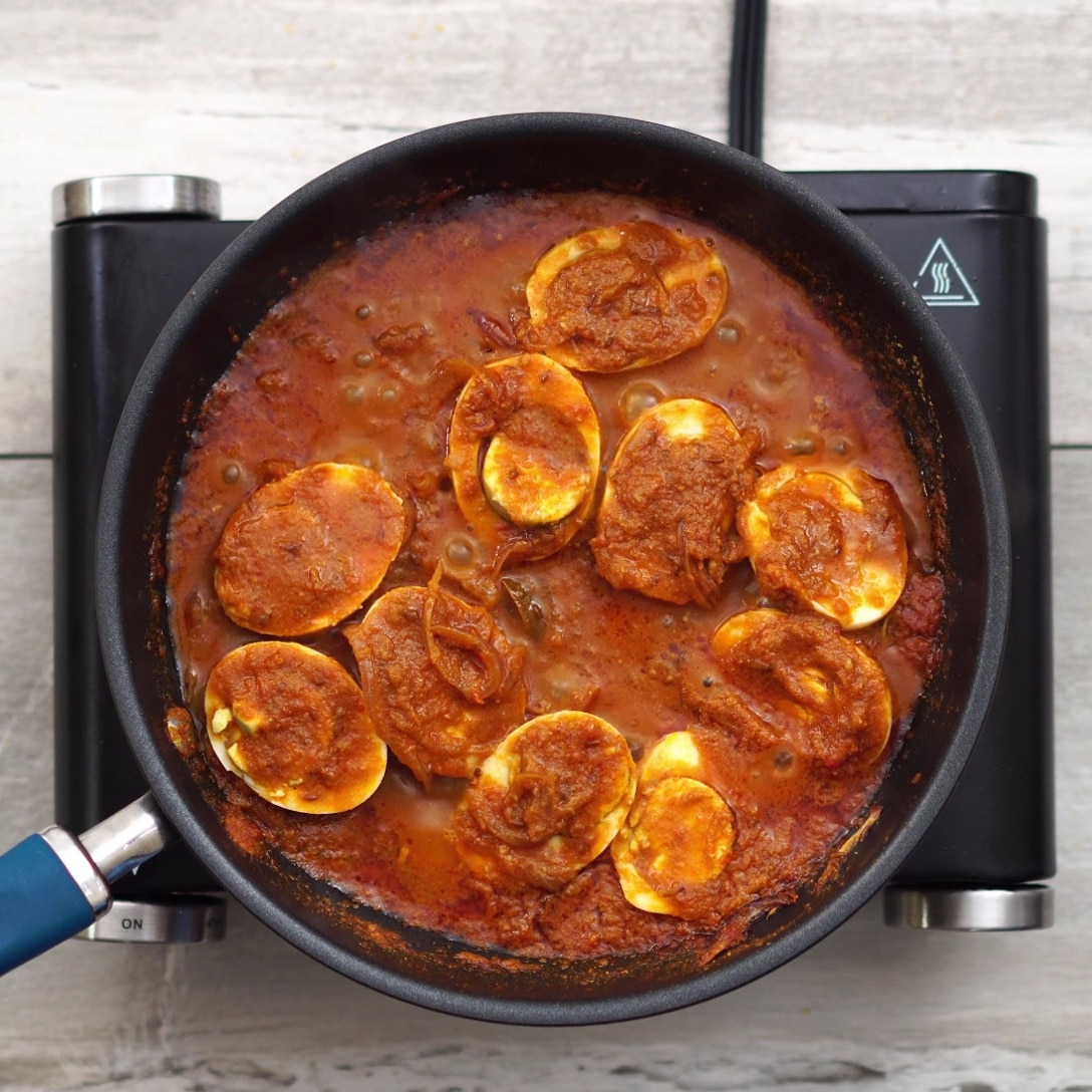 cooked reddish brown curry