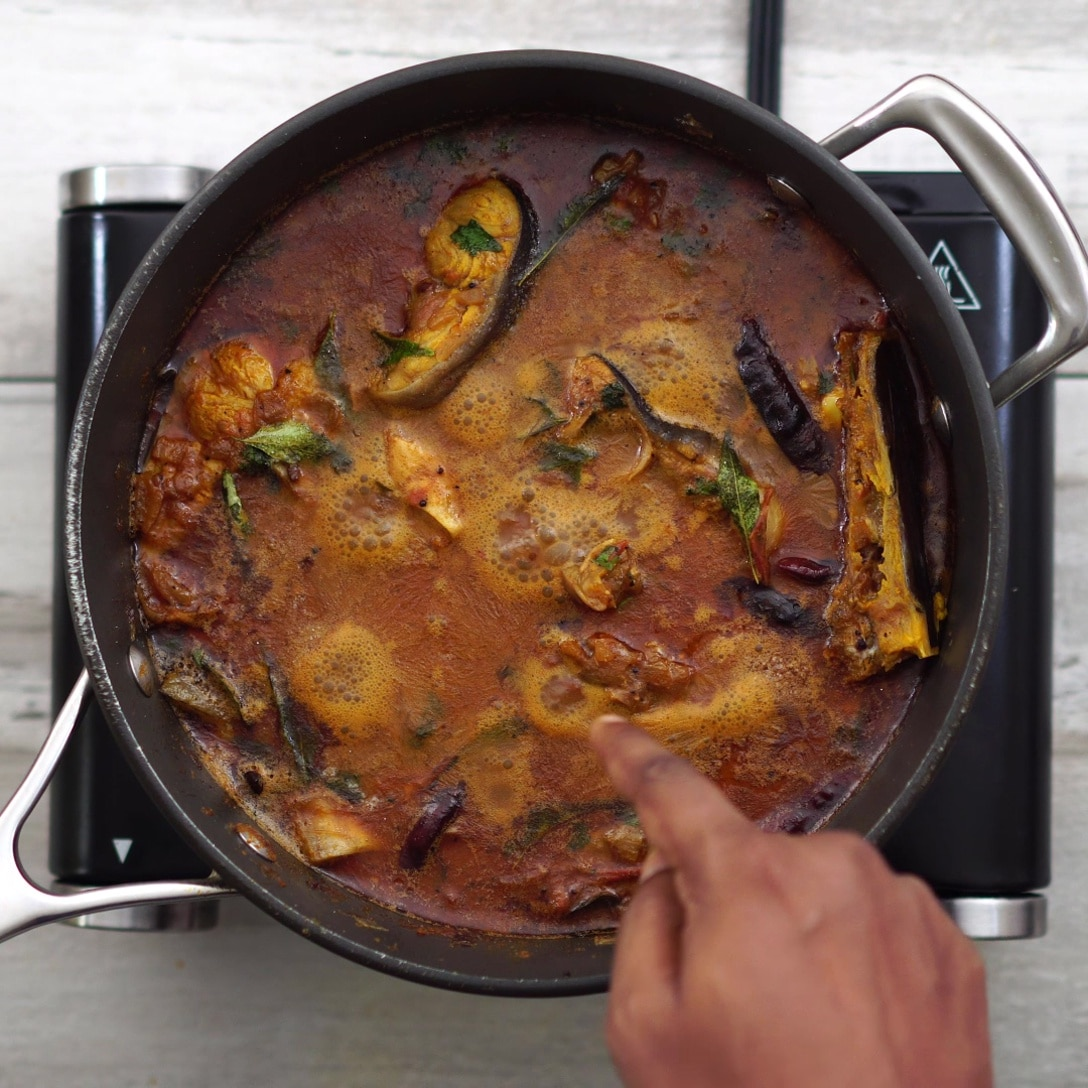 fish curry turns golden brown in color