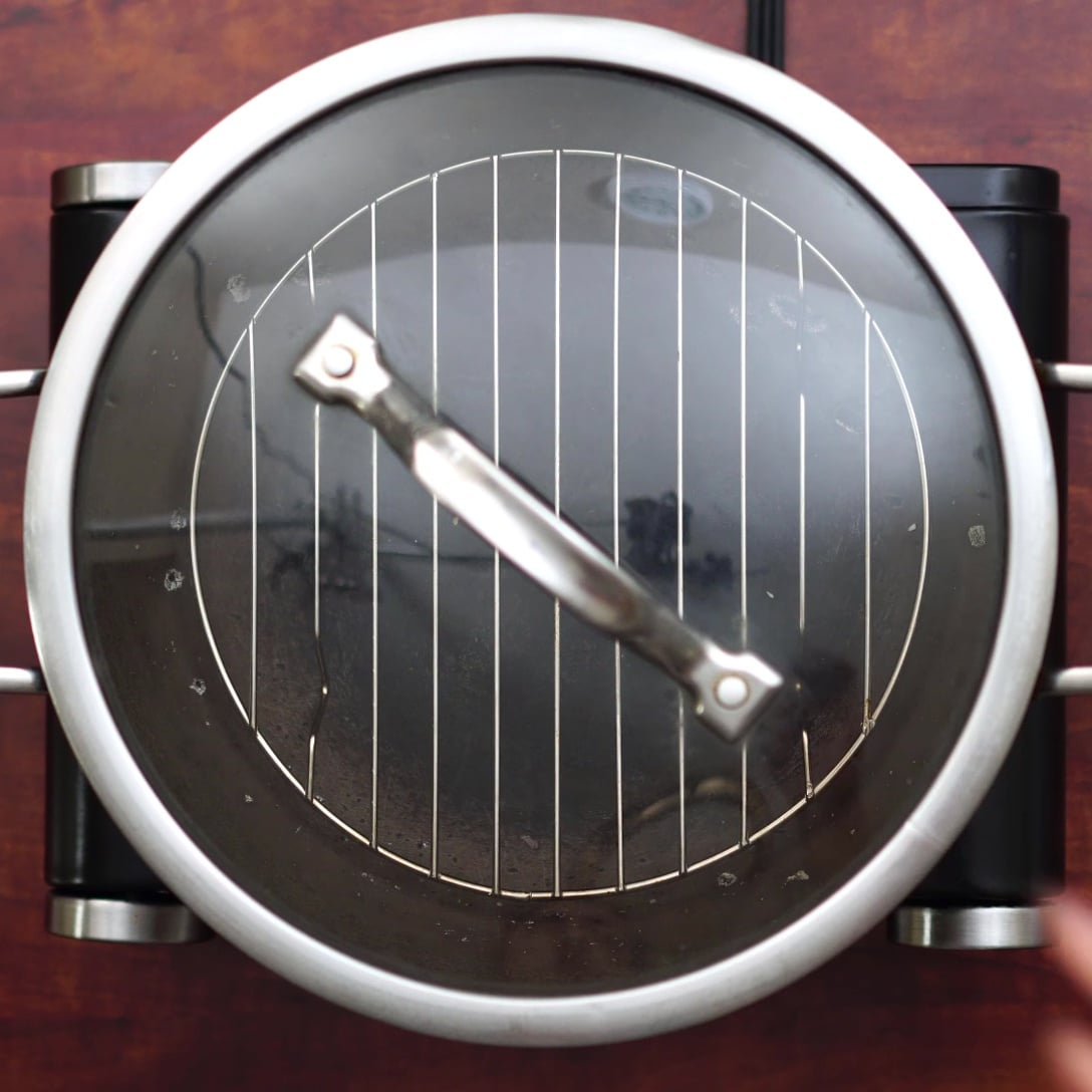 heating pan with the stand inside