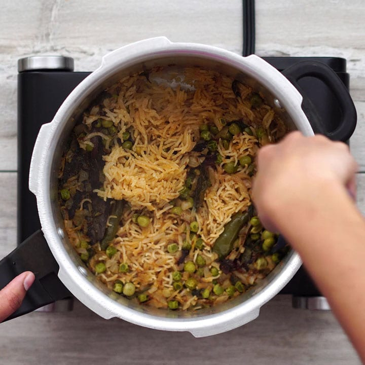 Cooked peas pulao