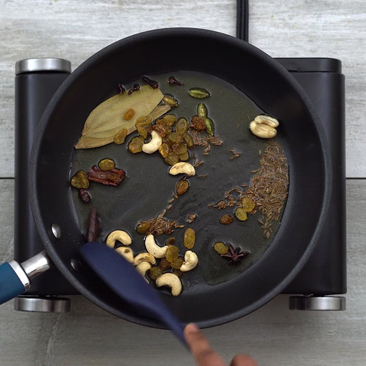 Seasoning with Indian spices and nuts