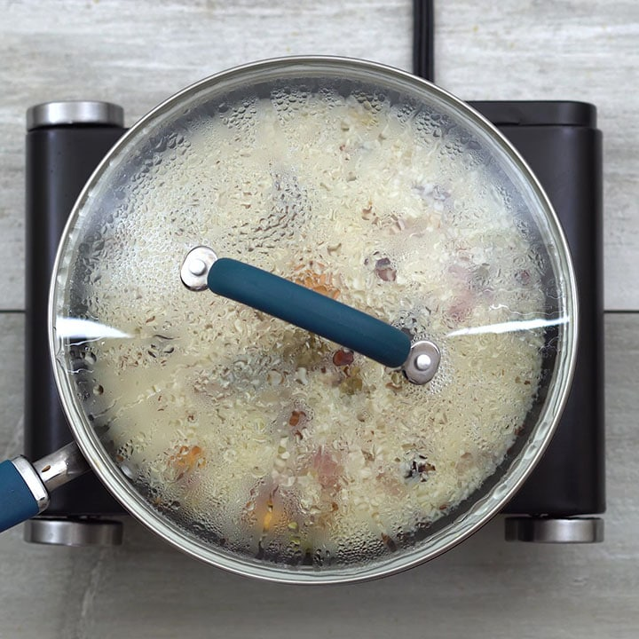 Cooking of rice with lid closed