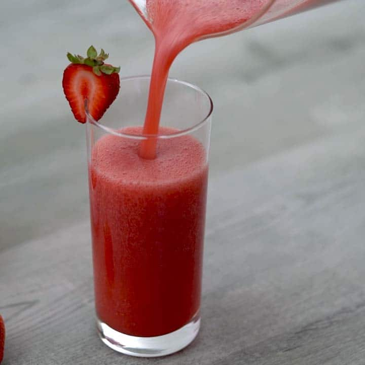 Serving healthy strawberry juice
