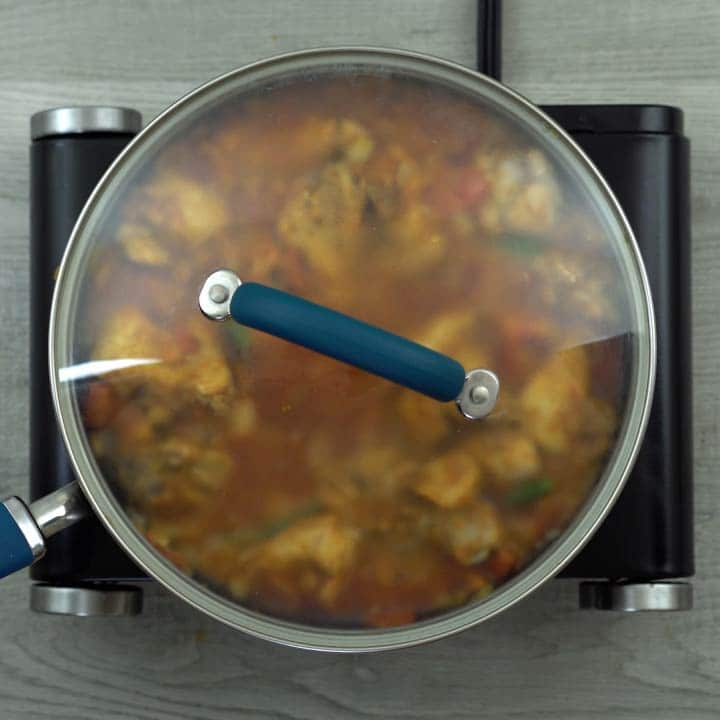 chciken with spice powder is cooking with lid closed