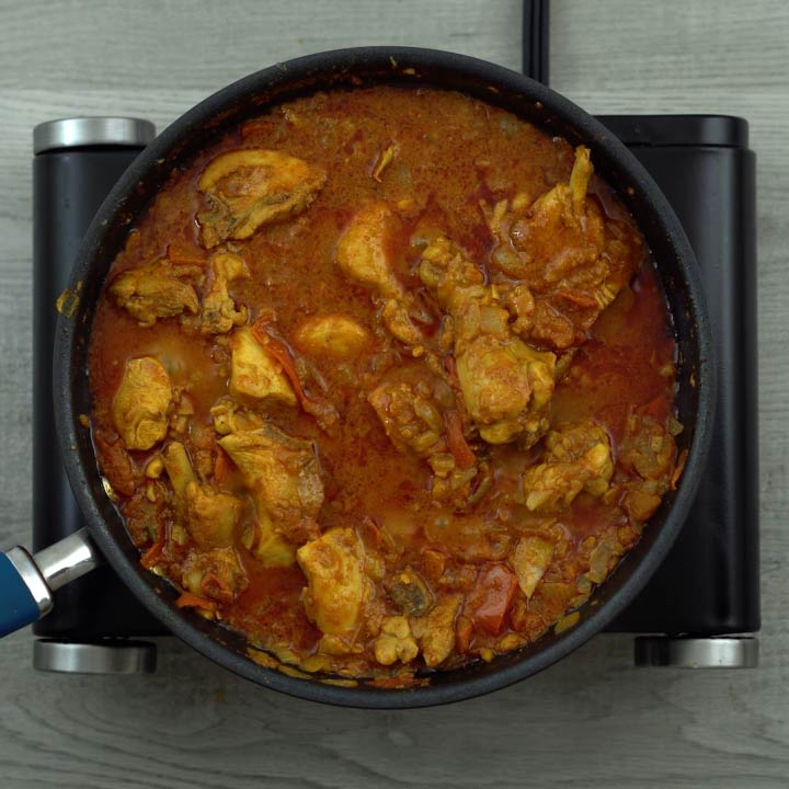 chicken curry turns reddish brown color
