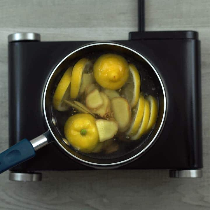 lemon and ginger in hot water