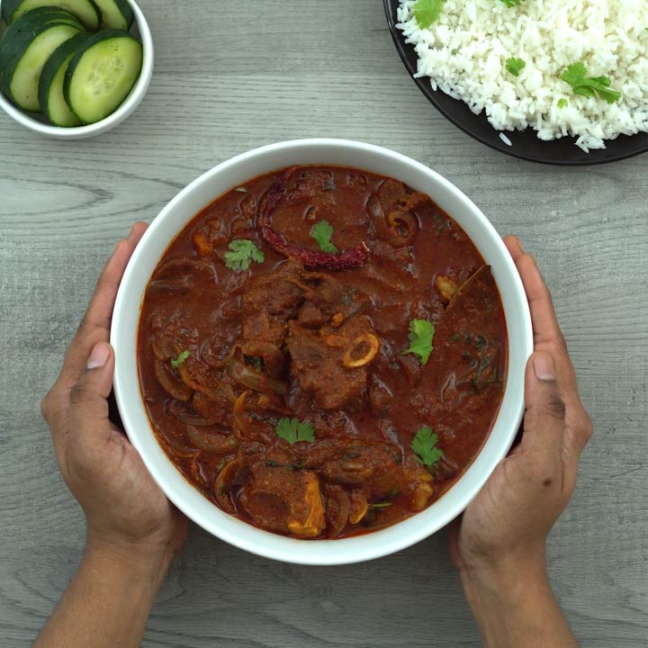 Serving lamb/mutton vindaloo with naan and rice
