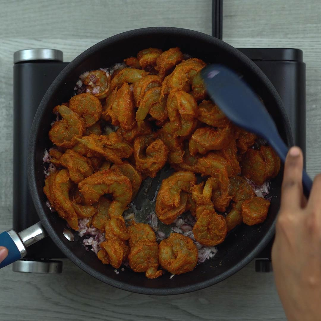 mixing prawns with onions