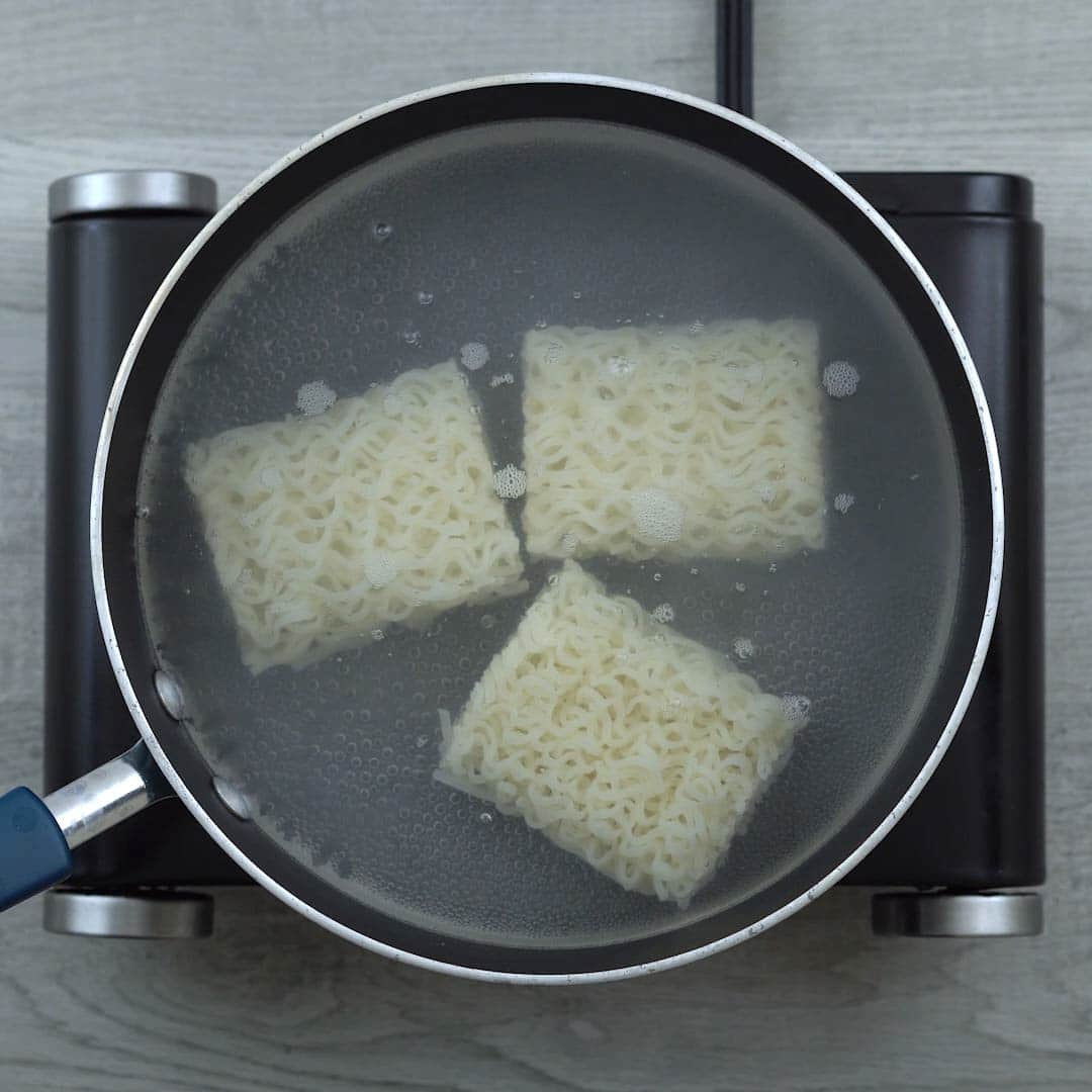 rice noodles in boiling water